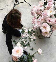 Instagram media by fjura_ - @inprint_magazine @meghakapoor Luxury Flowers, Pink Roses, Greenery, Floral Wreath, Magazine, Secret Gardens, Scarlet, Florals, Instagram
