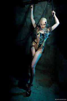 Modèle : Rita von Neurosis. Make-up et structures corporelles : Kalyce. Photo : Nath-Sakura. Assistante : Tao. Photo brute (sauf niveaux)
