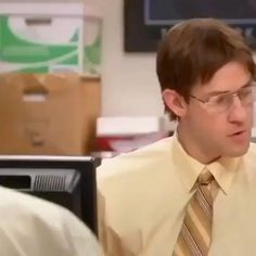 Office Gifs, Office Jokes, Funny Office, Funny Video Memes, Funny Short Videos, Really Funny Memes, Funny Relatable Memes, Best Of The Office, The Office Show