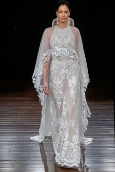 Wedding dress by Naeem Khan from the Spring 2017 Bridal collection. Image by Dan Lecca, courtesy of Naeem Khan. Naeem Khan Wedding Dresses, Naeem Khan Bridal, Spring 2017 Wedding Dresses, Wedding Dress Trends, New Wedding Dresses, Filipiniana Wedding, Spring Wedding, Bridal Gowns, Collection Couture