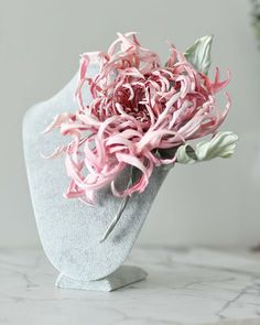 Wafer Paper Flowers, Silk Flowers, Pink Christmas Tree Decorations, Making Fabric Flowers, Ribbon Flower Tutorial, Flower Corsage, Leather Flowers, Textile Artists, Chrysanthemum
