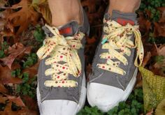 How to make your own shoelaces (LOVE!) from Lisette...I need to try this!