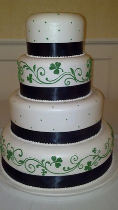 3 Leaf Clover Wedding Cake; turn the black ribbon into purple and its perfect!