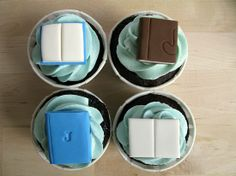 A Baked Creation: Joanna and Julian- tutorial on how to make fondant books for cupcakes