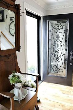 Tired of your plain old front door? Check out this awesome idea to kick up the curb appeal with this beautiful and creative front door transformation. This glass window front door update is done a budget and will make your entrance look amazing. #frontdoor #makeover #DIY