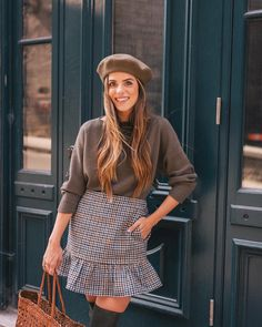 All about green over on galmeetsglam.com today (link in profile to the post!)And sharing more of my favorite houndstooth prints #fallstyle #gmgtravels #fallcolors #beret #jcrew #houndstooth #fallprints