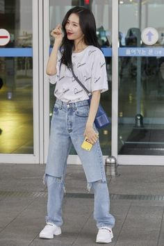 ASK K-POP Sunmi, White T-shirt + Jeans Sunmi leaving the road to shine Fashion Idol, Blackpink Fashion, Kpop Fashion Outfits, Korea Fashion, Korean Outfits, Mode Outfits, Asian Fashion, Fashion Looks, Korean Street Fashion
