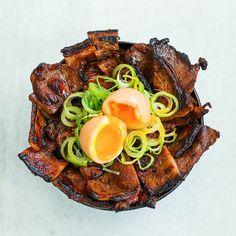 Korean BBQ & Perfect Soft Boiled Egg Rice Bowl Recipe & Video – night make up Pork Recipes, Asian Recipes, Cooking Recipes, Healthy Recipes, Pork Dishes, Asian Cooking, Boiled Egg, Korean Food, International Recipes