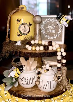 Slow life, slow food, slow deco: what if we slow down? Sunflower Kitchen, Bee Crafts, Decor Crafts, Tiered Stand, Bee Theme, Slow Food, Beaded Garland, Bees Knees, Tray Decor