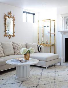 A volta do dourado no décor. Veja: http://casadevalentina.com.br/blog/detalhes/a-volta-do-dourado-no-decor-2936  #decor #decoracao #interior #design #casa #home #house #idea #ideia #detalhes #details #gold #dourado #style #estilo #casadevalentina #livingroom #saladeestar