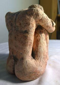 En attente femelle en céramique Sculpture Figurative 7 x 6