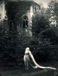 Photography by Sarachmet, lady, renaissance, castle, maiden Photography Illustration, Art Photography, Surrealism Photography, Renaissance, Gothic, Dark Images, Pre Raphaelite, Story Inspiration, Conte