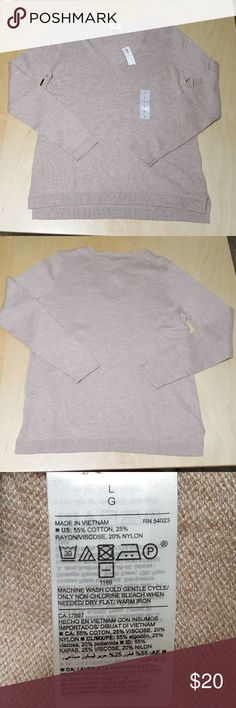 NWT Old Navy V-Neck Sweater New with tags -  Old Navy V-Neck Sweater Retail $25 Color: Brown/Tan/Beige  Size: Large  V-neck. Long sleeves, with rib-knit cuffs. Stepped hem, with vented sides. Soft, medium-weight cotton blend. #774208 Machine wash cold/dry flat Old Navy Sweaters V-Necks