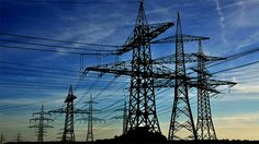 Las torres de la electricidad son ESTRUCTURAS ARTIFICIALES DE ARADURA TRIANGULADAS.