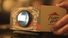 Ad firm Ogilvy & Mather HK have designed a pizza box that will turn into a movie projector at the drop of a hat! The name of this invention, The 'Pizza Hut Blockbuster Box'! Pizza Hut, New Pizza, Ogilvy Mather, Smartphone, Movie Projector, Phone Projector, Portable Projector, Pizza Boxes, Experiential