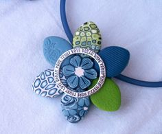 pendentif fleur LIKE the looks of the solid blue with rose stamp