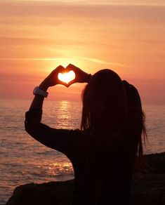 Sonnenspiele # Sonnenspiele # The post Sonnenspiele # appeared first on Urlaub. Girl Photo Poses, Girl Photography Poses, Tumblr Photography, Sunset Photography, Creative Photography, Girly Pictures, Love Pictures, Beach Pictures, Beautiful Pictures