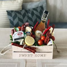 Fruit box diy ideas Ideas for 2019 Fruit Appetizers, Fruit Snacks, Sweet Hampers, Food Bouquet, Smoothie Shop, Fruit Packaging, Alcohol Gifts, Wine Display, Fruit Box