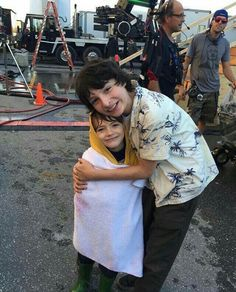 Georgie and Richie from IT! Georgie is: Jackson Robert Scott and Richie is: Finn Wolfhard Es Pennywise, Pennywise The Dancing Clown, It Movie 2017 Cast, Jack Finn, Finn Stranger Things, Robert Scott, It The Clown Movie, Le Clown, Im A Loser