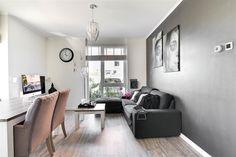 Te koop: Nijlstraat 118, Purmerend - Hoekstra en van Eck - Méér makelaar. Ben jij starter op de woningmarkt en op zoek naar een mooie en betaalbare woning? Kom dan eens kijken bij dit kant-en-klare 2-kamerappartement MET heerlijke tuin! Dankzij de strakke en neutrale afwerking kun je deze woning direct bewonen. Je krijgt dan een sfeervolle woonkamer, moderne keuken, fijne slaapkamer en nette badkamer. De tuin ligt aan het water en op het zonnige westen waardoor je hier lekker kunt genieten!