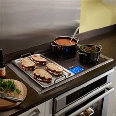 Thermador induction cooktops set the standard in the industry. Magnetic induction stove tops, featuring precise control and a sleek design that fits into any kitchen Kitchen Stove, New Kitchen, Kitchen Dining, Loft Kitchen, Compact Kitchen, Kitchen Ideas, Kitchen Decor, Electric Bbq, Electric Cooktop