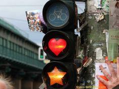Bilder aus Berlin und Potsdam - kurioses aus und in Berlin/Ampel mit Herz, für die Radfahrer die anhalten