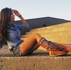 Ponle color al día con las #botas #Arabesco de @Hector_Riccione