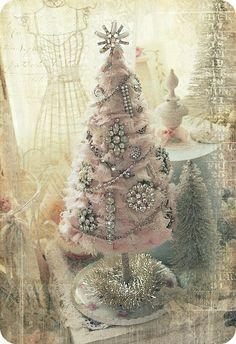 Broken Jewelry Christmas Tree - http://elfenpulver.blogspot.com