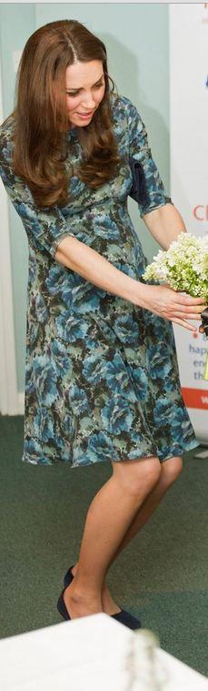 Kate Middleton: Dress -. Seraphine  Shoes – Alexander McQueen  Earrings – Kiki McDonough