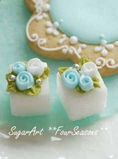 decorated cookie and suger cubes. Tea Party Baby Shower, Afternoon Tea Parties, Sugar Cubes, My Cup Of Tea, Sugar Art, Confectionery, High Tea, Cookie Decorating, Food Art