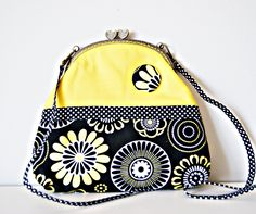 Frame bag Discs and Flowers, Crossbody bag, Strap bag, Shuolder Bag, Metal Frame Bag, Kiss lock clasp Bag, Printed Cotton Fabric. de dequitaypon en Etsy