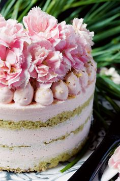 Naked pistachio cake with white chocolate mousse and white chocolate ganache