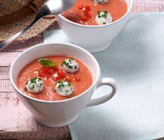 Rezept für Kalte Tomatensuppe mit Ricottabällchen bei Essen und Trinken. Ein Rezept für 4 Personen. Und weitere Rezepte in den Kategorien Brot / Brötchen / Toast, Gemüse, Gewürze, Käseprodukte, Kräuter, Milch   Milchprodukte, Obst, Vorspeise, Hauptspeise, Party, Suppen / Eintöpfe, Gut vorzubereiten, Vegetarisch.