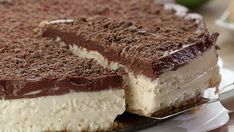 All the flavor if tiramisu in a creamy, delicious cheesecake! Tiramisu and cheesecake lovers no longer have to choose with this Tiramisu Cheesecake! Sweet Recipes, Cake Recipes, Dessert Recipes, Tasty, Yummy Food, Just Desserts, Desserts With Few Ingredients, Gourmet Desserts, Plated Desserts