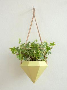 Make an Indoor Garden: 5 Handmade Geometric Hanging Planters Diy Hanging Planter, Hanging Plants, Potted Plants, Indoor Plants, Railing Planters, Garden Planters, Indoor Garden, Planter Pots, Diy Crafts