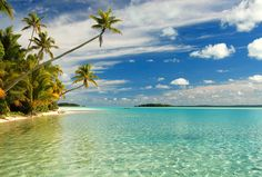 Credit: Stefan Heinrich The stunning Cook Islands are a tropical paradise located deep in the South Pacific Ocean. Most Beautiful Beaches, Beautiful Places To Visit, Beautiful World, Great Places, Places To Go, Beautiful Islands, Summer Pictures Tumblr, Beach Pictures, Beach Images