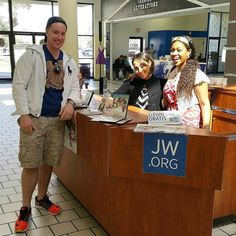 Visiting Orlando Florida USA on vacation from Indianapolis ran into these sisters at a mall in Kissimmee Florida. Truly shows that Jehovahs people are united and everywhere. Photo shared by @thats_dr_watson