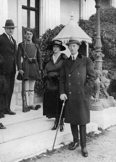 Prince Andrew of Greece and Denmark and Princess Alice of Battenberg; at left: Prince Christopher of Greece and Denmark - 1921 - Photographer: Walter Gircke Vintage property of ullstein bild Grand Duchess Olga, Duke And Duchess, Duchess Of Cambridge, Queen Liz, Queen Elizabeth Ii, Prince Andrew, Prince Phillip, Princess Alice Of Battenberg, Anne Maria