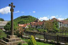 Uno de los pueblos emblemáticos del Pirineo de Navarra: Ochagavía #Navarra  Saber más: --> http://www.turismo.navarra.es/esp/organice-viaje/recurso/relacionado/2445/