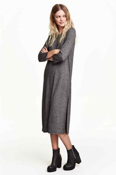 Browse our newest arrivals in women's clothes at H&M. Shop online for affordable work clothes, party outfits, plus-size clothing and more. Affordable Work Clothes, High Slit Dress, Jersey Knit Dress, Look Casual, Dress Robes, Winter Dresses, I Love Fashion, Minimalist Fashion, Plus Size Outfits