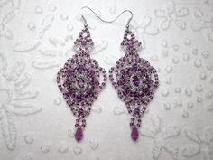 Boucles d'oreilles de créateur en argent et cristal de Swarovski broderie de perles violet, baroque haute couture : Boucles d'oreille par bijouxdart