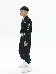 This Kids Tokyo Revengers Takemichi Hanagaki Draken Ken Ryuguji Cosplay Costume includes coat, pants, belt. The shoes is extra. It is made of comfortable uniform cloth. The design is screen accurate. You can wear it in your daily life or parties.