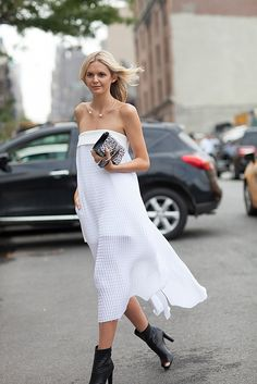 Trends: New Neutrals, Street Style // Spring fashion 2015: 186 photos of the top 10 trends of the season http://www.fashionmagazine.com/fashion/trends-fashion/2014/10/09/top-spring-2015-trends/