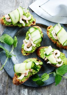 You searched for Ærtepesto med rejer - Marie Melchior Tapas Recipes, Appetizer Recipes, Vegetarian Recipes, Appetizers, Healthy Recipes, Party Snacks, Different Recipes, Fish And Seafood, Food Styling