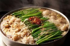 食べなきゃ人生損です!福岡旅行で絶対食べるべきグルメ9選 | RETRIP Japanese Dishes, Japanese Food, Shabu Shabu, Asian Recipes, Ethnic Recipes, Tempura, Fukuoka, Hot Pot, Seaweed Salad