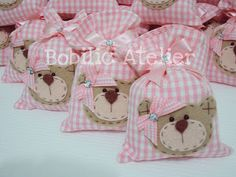 Artes em Feltros: Lembrancinhas fofas...idéias da Net Fiesta Baby Shower, Baby Shower Favors, Baby Shower Parties, Felt Crafts, Fabric Crafts, Sewing Crafts, Sewing Projects, Reusable Things, Baby Shawer