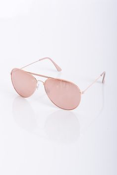 21a95eafafd32d 18 Ways to Shop Bella Hadid s Favorite Sunglasses Trend. Accessoires Bijoux  ...