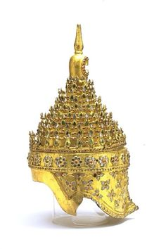 Headdress Before Burma. Lacquer, wood and sheet metal, gilded and inlaid with pieces of glass. The high quality of this magnificent gilded, lacquer tiered headdress studded with brilliants was most likely a product of the court of Mandalay. Glass Museum, Mandalay, Victoria And Albert Museum, Ancient Artifacts, Tiaras And Crowns, Burmese, Vintage Photographs, Headdress, Metal Working