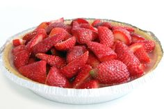 Makes 8 Servings Ingredients 1/3 cup water 1 cup SPLENDA® No Calorie Sweetener, Granulated 1 envelope unflavored gelatin 1/3 cup water 6 cups strawberries, cleaned and cut in halves 1 (9inch) prepared reduced fat graham cracker crust Directions Pour 1/3 cup water in a small mixing bowl. Add SPLENDA® Granulated Sweetener. Stir well. Sprinkle gelatin over the …