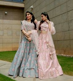 A floral fiesta in 🌻💐🍂 // A hairstyle trend we're loving this season, baby breath braids! Dress Indian Style, Indian Dresses, Indian Outfits, Ethnic Outfits, Indian Bridal Fashion, Indian Bridal Wear, Indian Attire, Indian Ethnic Wear, Diwali Outfits